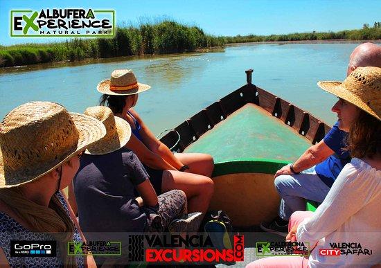 Paseo en barca en el Palmar de Valencia. Visita La Albufera de Valencia con www.valenciaexcursions.com