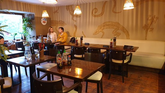 Táo Viet Nam Home Cooking & Sushi Bar: inside