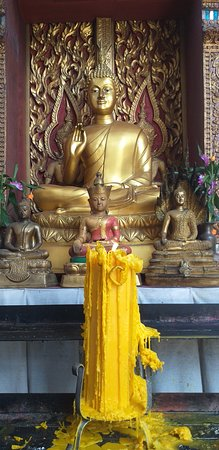 candle and Buddhas