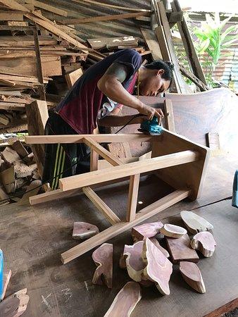 Teluk Kumbar, Malaisie : Woodwork crafts and arts