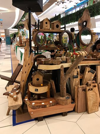 Teluk Kumbar, Maleisië: Woodwork crafts and arts