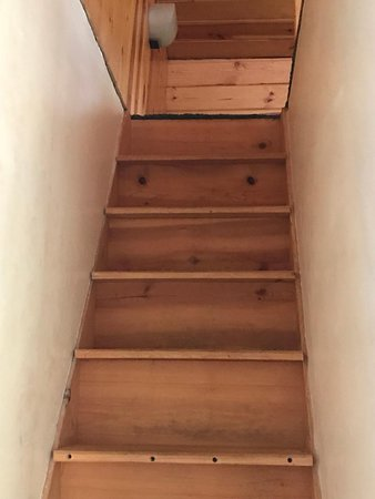 Red Oak Campground: Rental 51 Vacation Home Stairway to loft