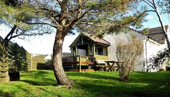 Golden Acre Jurassic Coastal Lodges: The Garden Suite (sleeps 4) has a fully enclosed garden, Luxury linens & Towels for up to 4 adults. Free Wifi and on site parking for up to 2 vehicles. Pet friendly.