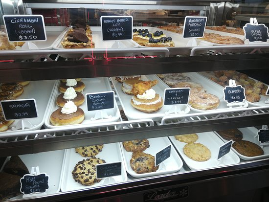 Pizzeria 1081 & Bakery: More pastries