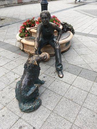 Budapest: a charming statue on the Korzó