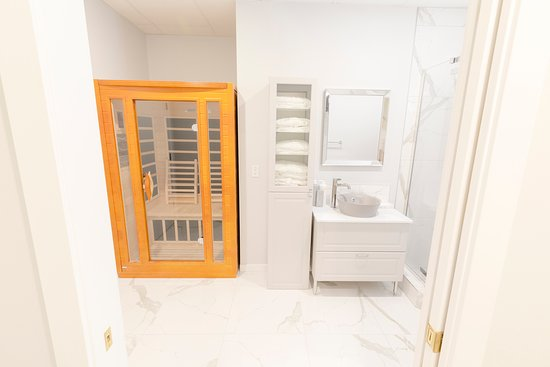 Sauna & Shower Room