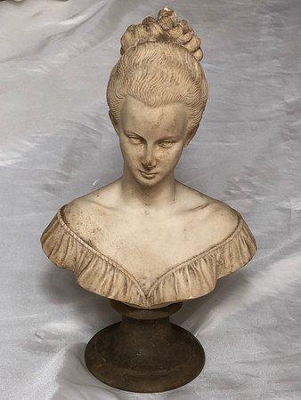 1 Vintage Original Small Italian Sculpture Classical Lady Figurine Signed