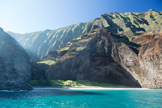 When visiting the #NapaliCoast leave yourself open to the adventure of getting there, the amazing scale of this natural beauty, and how it' will linger with you for years to come! . . . #LetHawaiiHappen #KauaiDiscovery #TravelPono #HoloHoloPono #SayYesToAdventure #GoHoloHolo