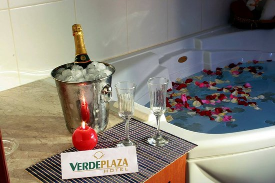 Verde Plaza Hotel: Banheira Suíte 1400