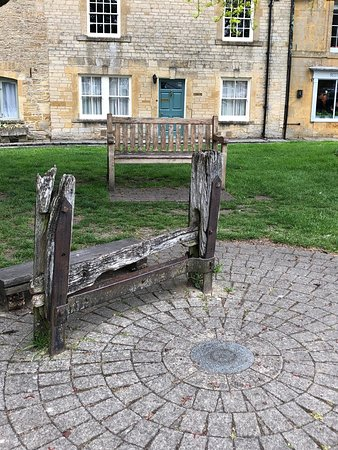 Tour of the Cotswolds from Moreton-in-Marsh: Stow-On-The-Wold