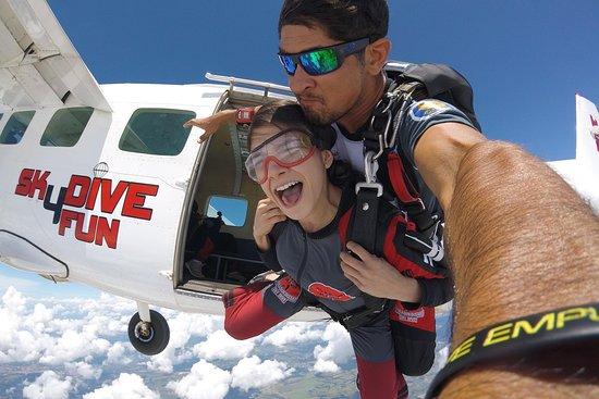 Sky Jump Paraquedismo Skydive