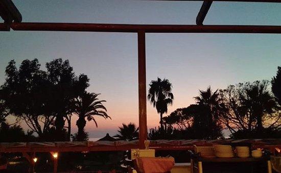 Atlantique Holiday Club: Uitzicht richting zee tijdens zonsondergang