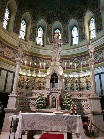 Iglesia de San Manuel y San Benito: Altar Mayor.