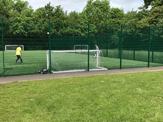 Leavesden Country Park: 5 a side football pitch