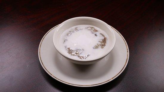 Che Dau: Sweet rice, blackeye beans. Sugar, and coconut milk.