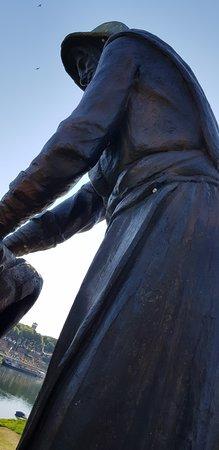 Statua della Lavandaia: LA LAVANDAIA
