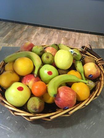 Saint-Vite, France: Corbeille de fruit