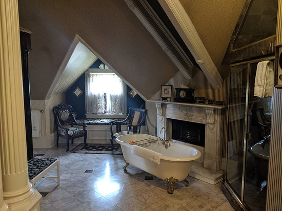 The Gingerbread Mansion Inn: We were in the empire suite and it was huge! There's a shower to the right of the tub. 2 people can fit.
