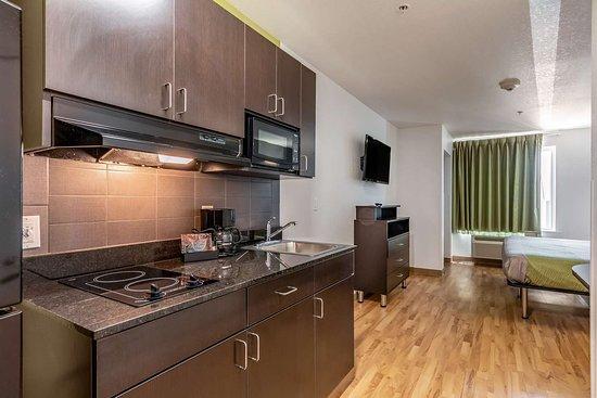Studio 6: kitchen