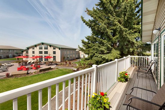 Ramada by Wyndham Spokane Airport: Suite