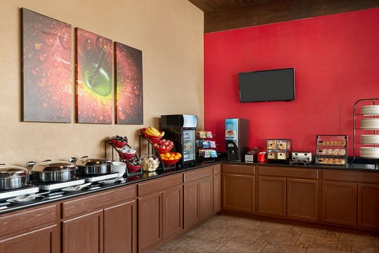 Ramada by Wyndham Spokane Airport: Breakfast Area