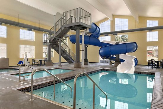 Ramada by Wyndham Spokane Airport: Pool - indoor