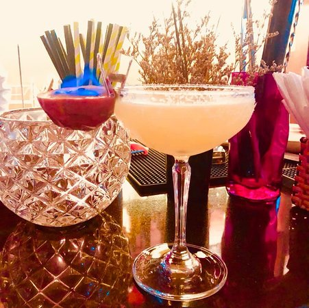 The Sing Cocktail Bar: Don't forget our Happy Hours from 6pm to 9pm everyday..See you all tonight.