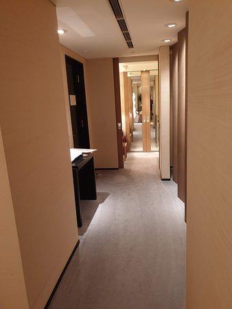 Park Hyatt Tokyo: Hallway - Park Suite Twin