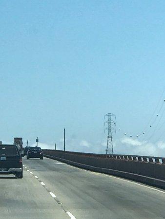 פוסטר סיטי, קליפורניה: Heading Southwest across the San Mateo - Hayward Bridge