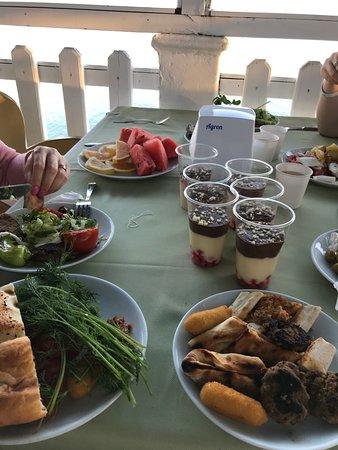 Larissa Hill Beach Hotel: Большой выбор десертов