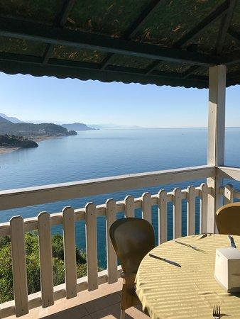 Larissa Hill Beach Hotel: Вид из ресторана