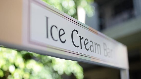 Divertidos helados preparados con tu licor favorito!!! Qué tal un helado de Bailyes con cereza para calmar el calor