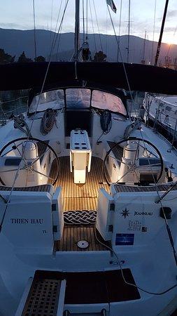questo il pozzetto della barca, la sera prima di andare via....