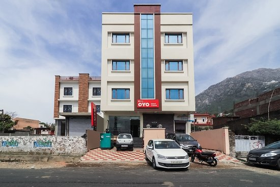 OYO 10753 Hotel Triund Regency