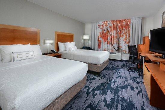 Fairfield Inn & Suites Charlottesville North: Guest room