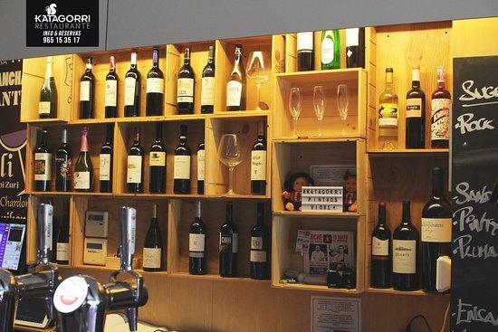 Restaurante Katagorri: ¿Una de Pintxos o de tapas? Te esperamos para debatirlo con la barra bien repleta, más clásico o más moderno tenemos uno para tí seguro