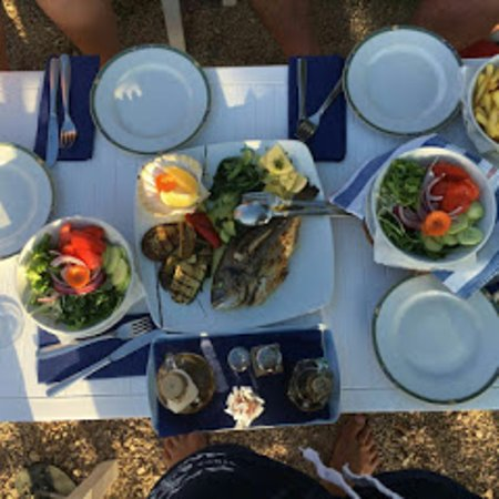 Eating at the beach in Bistro Dalmatino Racisce