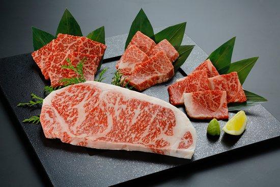 サーロインステーキ付4種盛(「肉の王様」サーロインステーキを盛り込んだ4種の盛り合わせです)