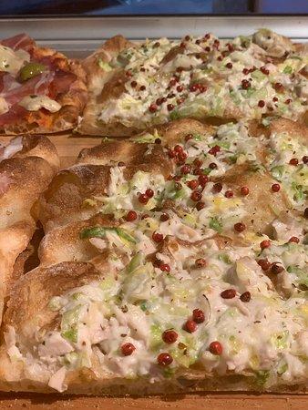 la nostra pizza... caesar salad con pepe rosa!