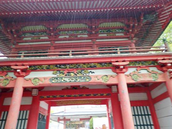 見事な楼門