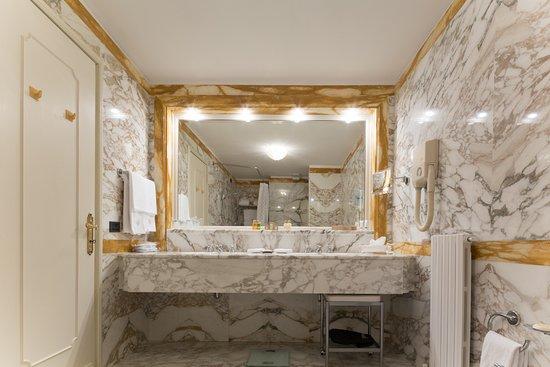 Imperiale Palace Hotel: Junior Suite bathroom