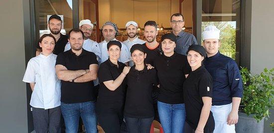 Η ομάδα του FLEUR Boulangerie & Patisserie.