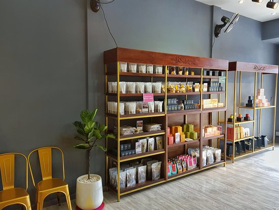 We have Specialty Coffee, Hand-made Tea, Vietnamese Traditional Snack, Special Extract, Hand-made Dry Fruit, Hand-made Soap, Natural Oil, Fresh Tropical Fruit. 부부샵에만 스페셜커피, 수제차, 베트남 전통 과자, 특별한엑기스, 반건조 과일, 수제 비누, 천연 오일, 생열대과일이 있습니다.