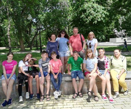 Чернигов. Во время экскурсии с школьниками из города Ромны на Валу. Июнь 2019 года.