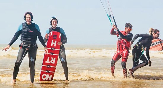 Kitesurfing lesson in Essaouira beach with Atlanticzin watersport, in easy and fun way.