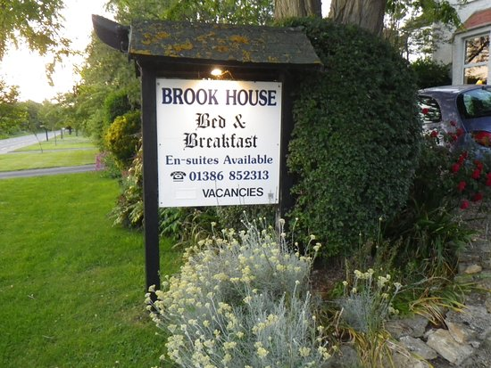 Brook House Bed & Breakfast: The sign