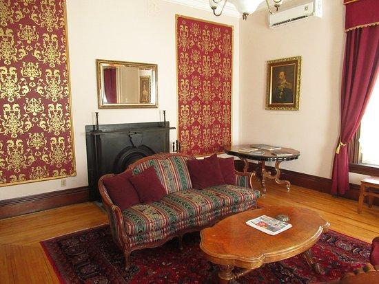 Queen Anne Inn: Sitting room