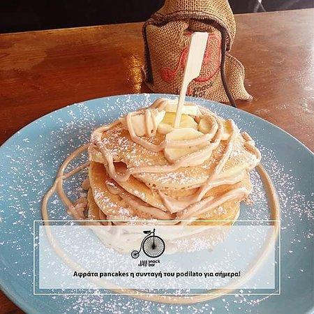 To Podilato Cafe Snack Bar θα σου σερβίρει τα πιο λαχταριστά και πρωτότυπα pancakes σε αλμυρές ή γλυκές γεύσεις , αυτό που πρέπει να κάνεις εσύ είναι να πάρεις την παρέα σου και να τα απολαύσεις . ⏰ 08:00 - 02:00 📞 2106627462 🏦Γεωρ. Παπασιδέρη 8, Κορωπί    #pancakes  #koropi #brunch #podilato