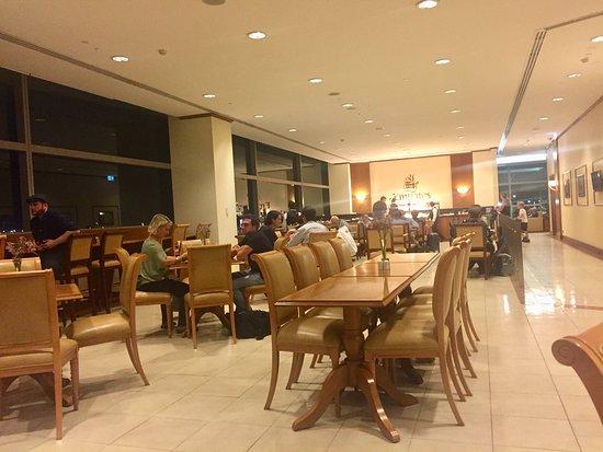 Emirates: Brisbane business lounge