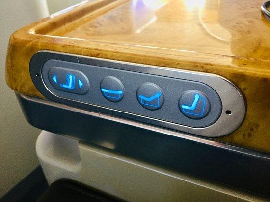 Emirates: Seat controls